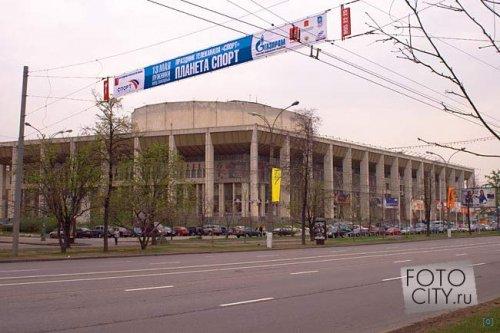 Московский дворец молодежи (МДМ) - развлекательный комплекс в Москве в районе Хамовники, расположенный на...